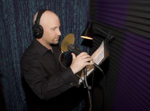 Jeff Gelder recording voice over in studio